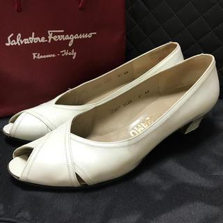サルヴァトーレフェラガモ(Salvatore Ferragamo)のフェラガモ パンプス 靴 (ハイヒール/パンプス)