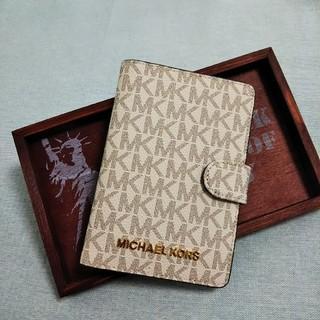 マイケルコース(Michael Kors)のマイケルコース【MICHAEL KORS】パスポートケース シグネチャー 白(その他)
