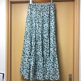 ジーユー(GU)の【新品未使用】ティアードフレアロングスカート(フラワーB)オフホワイト(ロングスカート)
