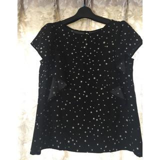 ジーユー(GU)のGU 黒 白い星模様 トップス(シャツ/ブラウス(半袖/袖なし))