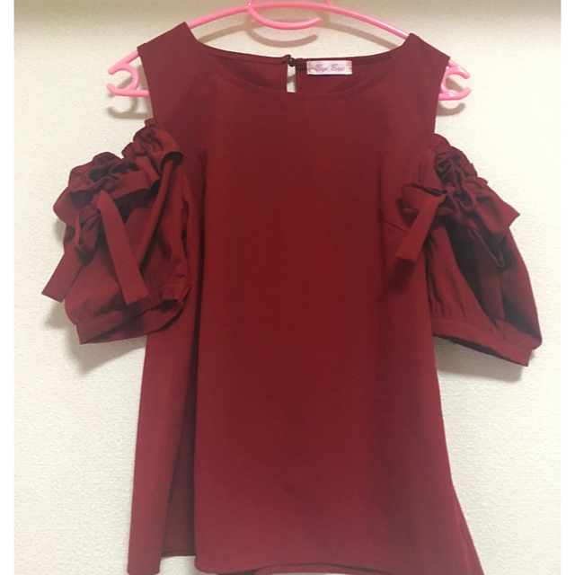 ByeBye(バイバイ)の専用 新品オフショルトップス夏用 レディースのトップス(シャツ/ブラウス(半袖/袖なし))の商品写真