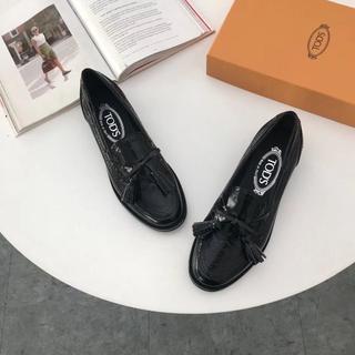 トッズ(TOD'S)のTOD'S トッズ 靴/シューズ ローファー レザー 黒 サイズ37(ローファー/革靴)