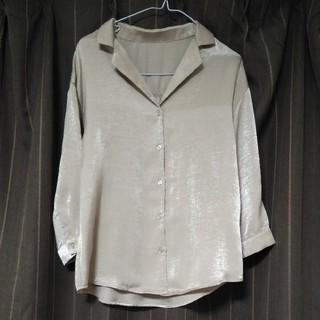 GU - 美品GU★襟付きサテンシャツ