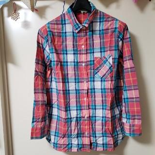 アルファキュービック(ALPHA CUBIC)のプチオンフルールのピンクとネイビー、グリーンのチェック柄シャツ(シャツ/ブラウス(長袖/七分))