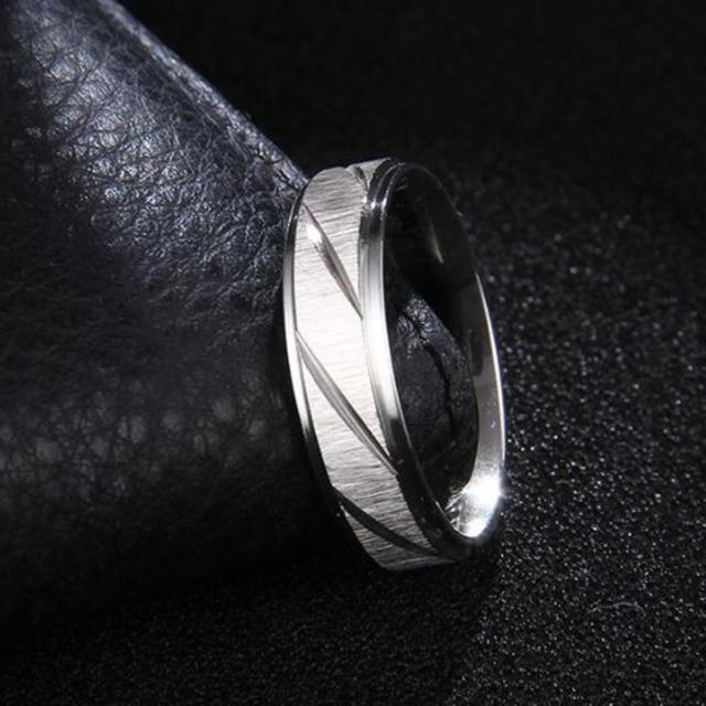 シルバーカラーのフロストトリング (シルバー) メンズのアクセサリー(リング(指輪))の商品写真