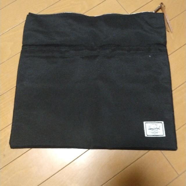 SHIPS(シップス)のSHIPS/Harschel クラッチバッグ ブラック レディースのバッグ(クラッチバッグ)の商品写真
