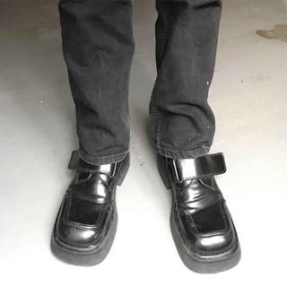 スクエアトゥ 革靴