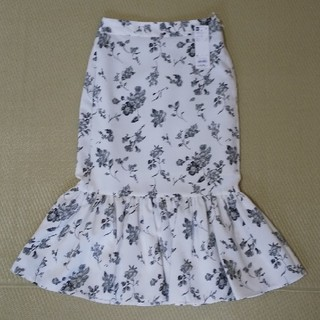 ジーユー(GU)の新品タグ付き gu ペプラムタイトスカート フラワー(その他)