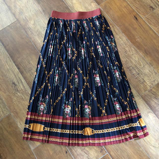 8cff06a27dc41 ザラ(ZARA)の新品 ZARAチェーン柄スカーフ柄プリーツスカート(ロングスカート