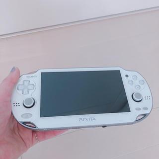 プレイステーションヴィータ(PlayStation Vita)のPSP Vita 本体 (メモリースティック4GB・充電器付き)(携帯用ゲーム本体)