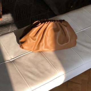 ボッテガヴェネタ(Bottega Veneta)のボッテガ・ヴェネタ バターカーフ ザ・ポーチ キャメル(ポーチ)