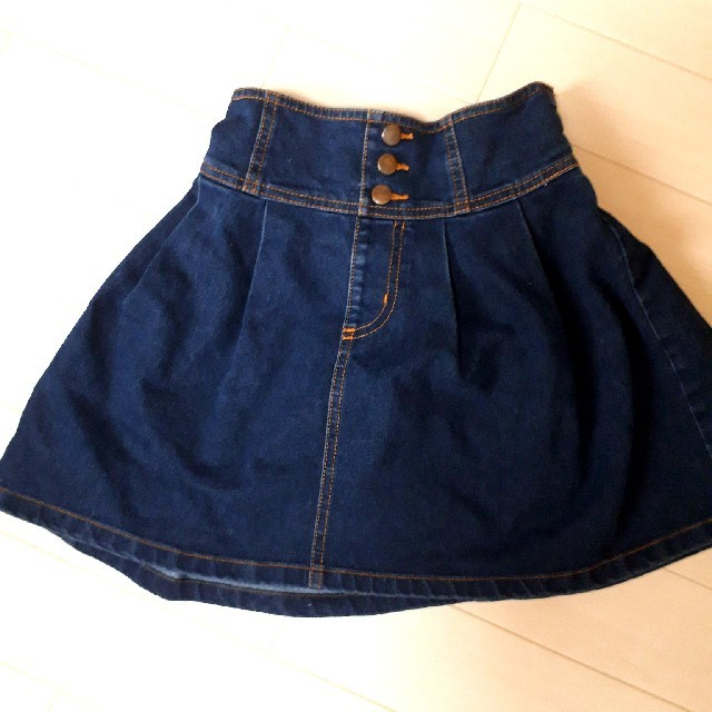 GU(ジーユー)のスカート140 キッズ/ベビー/マタニティのキッズ服 女の子用(90cm~)(スカート)の商品写真