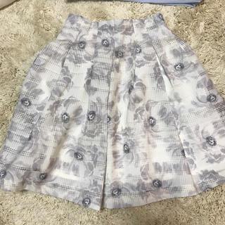 ミスティウーマン(mysty woman)のミスティウーマン 花柄スカート(ひざ丈スカート)