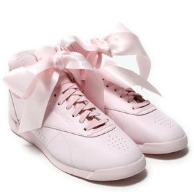 Reebok(リーボック)のリーボック リボン スニーカー ピンク レディースの靴/シューズ(スニーカー)の商品写真