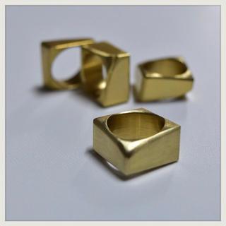 マルタンマルジェラ(Maison Martin Margiela)の▪︎Uimp▪︎ gold squarering スクエアリング メンズリング(リング(指輪))
