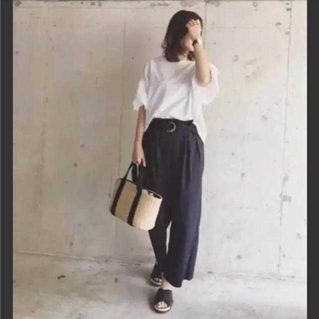GU(ジーユー)のベルト付きハイウエストワイドパンツ 美品 レディースのパンツ(カジュアルパンツ)の商品写真