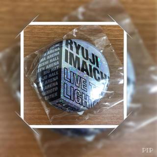 サンダイメジェイソウルブラザーズ(三代目 J Soul Brothers)の今市隆二♡Light>Darkness ロゴ缶バッチ(その他)