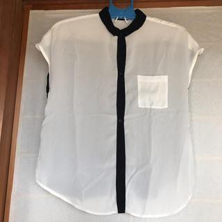 ジーユー(GU)のモノトーンブラウス(シャツ/ブラウス(半袖/袖なし))