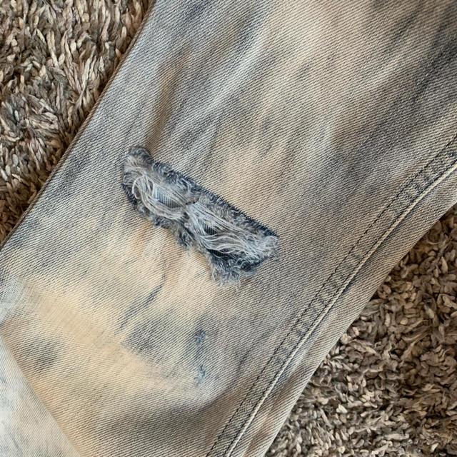 DIESEL(ディーゼル)のDIESEL/アイスウォッシュデニム/ダメージジーンズ/26 レディースのパンツ(デニム/ジーンズ)の商品写真
