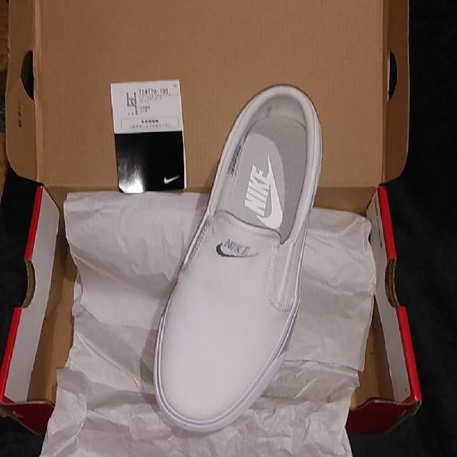 NIKE(ナイキ)のナイキウィメンズTOKI-SLIP レディースの靴/シューズ(スニーカー)の商品写真