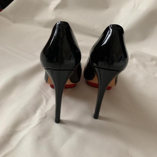 Alice+Olivia(アリスアンドオリビア)の《Alice+Olivia》 エナメルハイヒール レディースの靴/シューズ(ハイヒール/パンプス)の商品写真
