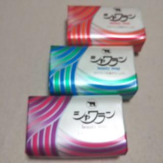 ギュウニュウセッケン(牛乳石鹸)の牛乳石鹸☆シャワラン(化粧石鹸)3個(ボディソープ/石鹸)
