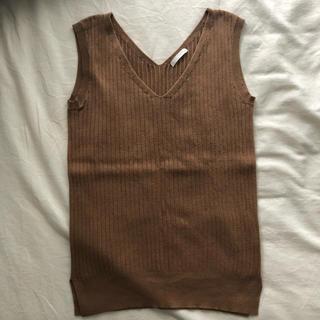 ジーユー(GU)のVネックトップス(カットソー(半袖/袖なし))