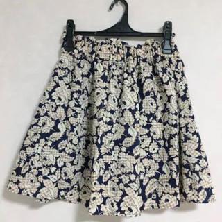 ジーユー(GU)の花柄 フレアスカート ジーユー(ひざ丈スカート)