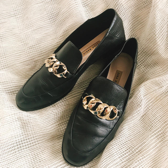 ZARA(ザラ)のチェーンパンプス ローファー レディースの靴/シューズ(ローファー/革靴)の商品写真