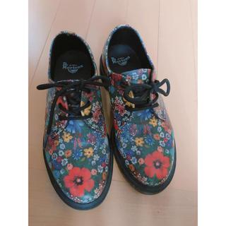 ドクターマーチン(Dr.Martens)のドクターマーチン 花柄3ホールブーツ(ブーツ)