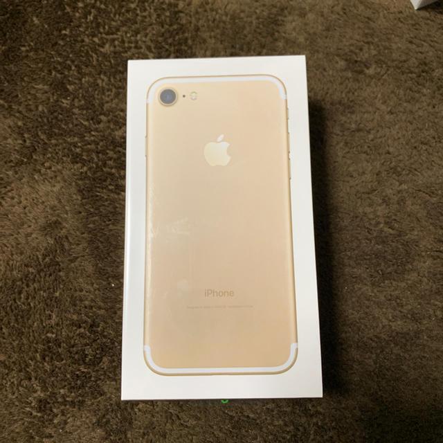 Apple(アップル)の【格安simの利用可】iPhone7 32GB ゴールド スマホ/家電/カメラのスマートフォン/携帯電話(スマートフォン本体)の商品写真