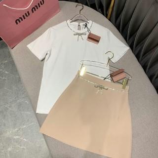 ミュウミュウ(miumiu)の2019 美品新作 MIUMIU Tシャツ+ひざ丈スカート (M)サイズ (ひざ丈スカート)