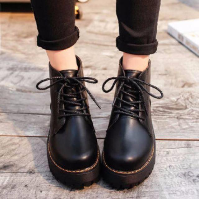 レディース 厚底 ショートブーツ ブーツ 美脚効果 ブラック レディースの靴/シューズ(ブーツ)の商品写真