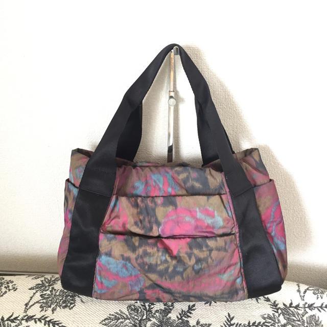 PAPILLONNER(パピヨネ)のPAPILLONNER 樹脂パーツナイロントートバッグ レディースのバッグ(トートバッグ)の商品写真