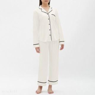 ジーユー(GU)のGU サテンパジャマ Mサイズ 新品タグ付き(パジャマ)
