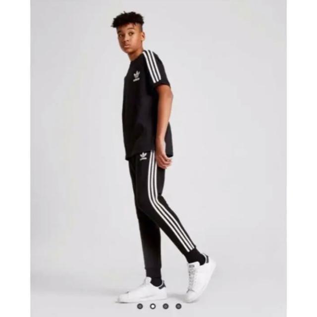 adidas(アディダス)のアディダスオリジナルス トラックパンツ 140 黒 キッズ/ベビー/マタニティのキッズ服 男の子用(90cm~)(パンツ/スパッツ)の商品写真