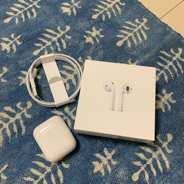 Apple(アップル)のairpods 第1世代 スマホ/家電/カメラのオーディオ機器(ヘッドフォン/イヤフォン)の商品写真