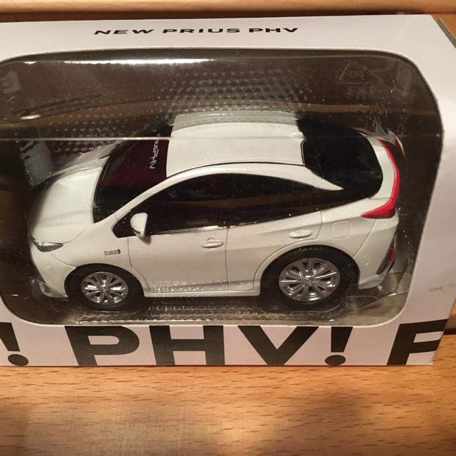 トヨタ(トヨタ)のトヨタ プルバックカー  ノア&プリウスPHV合計3台セット エンタメ/ホビーのおもちゃ/ぬいぐるみ(ミニカー)の商品写真