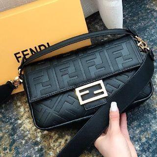 フェンディ(FENDI)のFENDI ショルダーバッグ 超人気   高品質(ショルダーバッグ)
