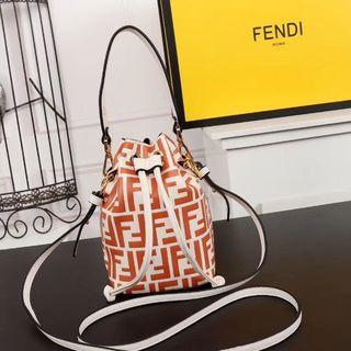 フェンディ(FENDI)のフェンディ  ショルダーバッグ ❤ FENDI(ショルダーバッグ)