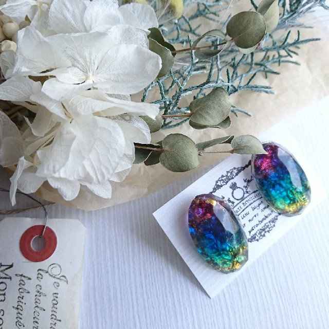 虹の海 鉱石  ピアス (樹脂ポスト) ハンドメイドのアクセサリー(ピアス)の商品写真