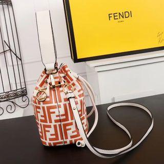 フェンディ(FENDI)のFendi  フェンディ ショルダーバッグ(ショルダーバッグ)