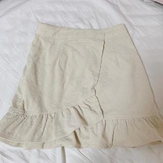 ローリーズファーム(LOWRYS FARM)の白フリル スカート(ミニスカート)