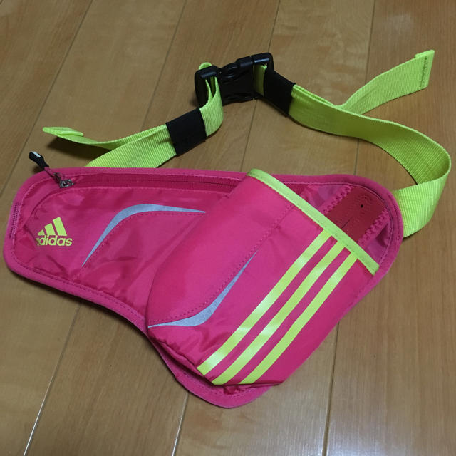 adidas(アディダス)のアディダス ランニングポーチ メンズのバッグ(ウエストポーチ)の商品写真