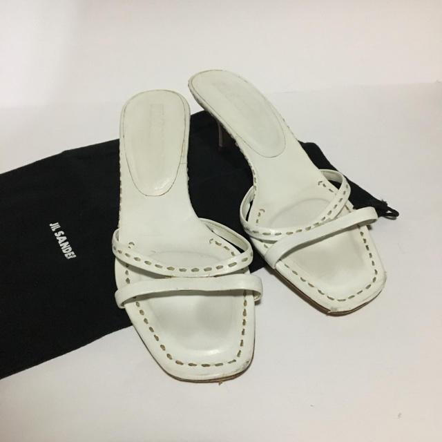 Jil Sander(ジルサンダー)のジルサンダー ホワイト レザー サンダル 23.5 レディースの靴/シューズ(サンダル)の商品写真