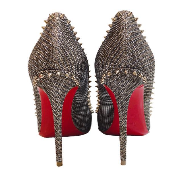 Christian Louboutin(クリスチャンルブタン)の新品 ルブタン アンジェリーナ パンプスグレー メタル スタッズ  レディースの靴/シューズ(ハイヒール/パンプス)の商品写真