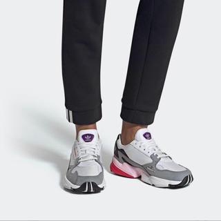 アディダス(adidas)の【新品】アディダス ファルコン スニーカー(スニーカー)