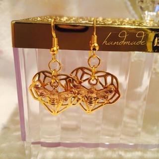 TOMORROWLAND - handmade gold bee pierce