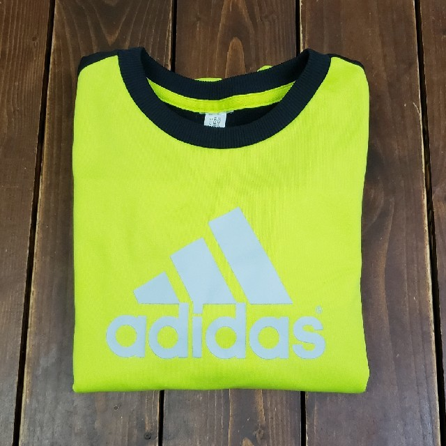 adidas(アディダス)のadides ネオン イエロー×ブラック トレーナー 内ボア size 140 キッズ/ベビー/マタニティのキッズ服 男の子用(90cm~)(ジャケット/上着)の商品写真