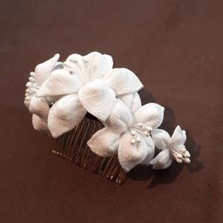 髪飾り 白ゆりのコーム つまみ細工
